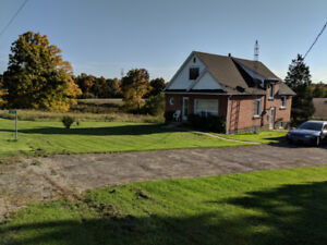 SHARE ONE OF A KIND VERY PRIVATE COUNTRY HOUSE CLOSE TO THE CITY
