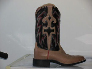 LADIES WIDE SQUARE TOE COWGIRL BOOTS