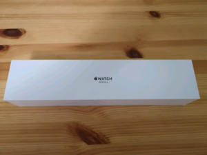 Apple Watch Series 3 42mm <> BRAND NEW