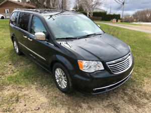 2012 Chrysler Town & Country Limited Fourgonnette, fourgon
