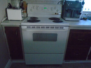 CUISINIERE AUTO NETTOYANT WHIRLPOOL EXCELLENT CONDITION