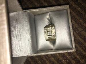 Gold/diamond ring