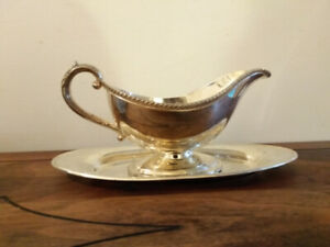 Silverplate gravy boat with underplate