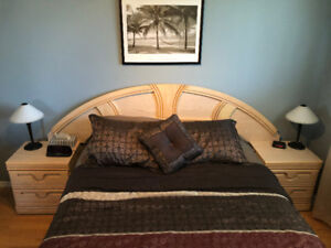 LIKE NEW 5 PIECE BEDROOM SET