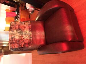 Deux chaisses style elran en style cuir brun bercent