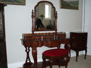 Stunning ladies vanity with mirror and stool