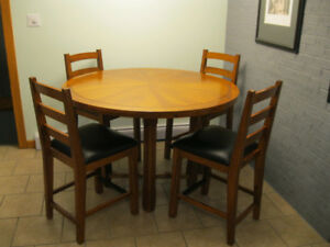 Kitchen Table set (High) with 4 chairs for sale