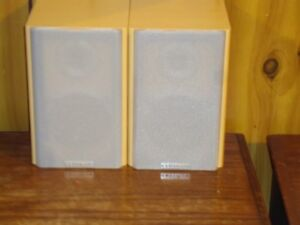 CENTRIOS 2 WAY BASS REFLEX BOOKSHELF SPEAKERS
