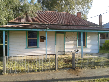 3BR House on 1113SQM Pyramid Hill Vic $50k Reno/Rebuild Project