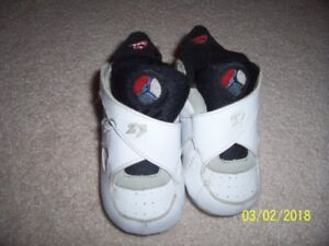 Multiple size 4 boys shoe
