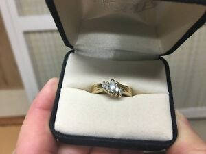 BEAUTIFUL  14kt y/gold marquise diamond ring set