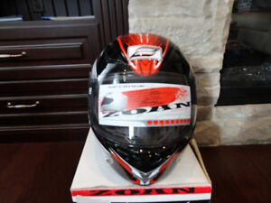 Zoan Revenge Helmet Size XS Red w/4 Visors Included!! Brand New Kitchener / Waterloo Kitchener Area image 4