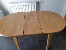 Oval oak effect table & chairs