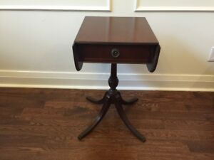 Beautiful mahogany side table with foldup extensions