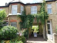 2 bedroom flat in Birkbeck Road, North Finchley, N12