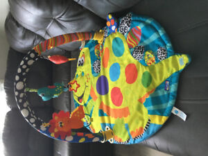 Selling a baby play mat in excellent condition (barely used) $15