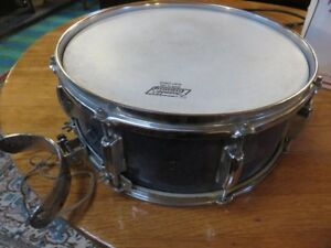 1 STEWART MARCHING SNARE STYLE DRUM GREAT CONDITON ASKING $75 OR