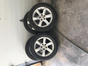 Rims and tires for Nissan Altima 215/60/16.