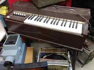 VINTAGE ELECTRIC ORGAN PIANO AND IT WORKS!