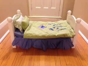 Maplelea Doll  bed and bedding