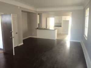 LARGE 2 BEDROOM - Victoria and Stinson with PARKING