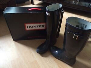 Size 6 hunter boots with socks