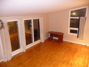 3+ Bedroom House: 2-blocks from Campus