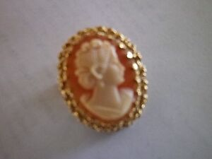 *Beautiful Oval Cameo** surrounded by intricate 14K gold filig