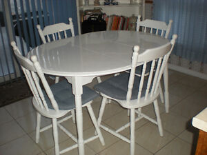 Solid wood Kitchen table w/ 4 chairs