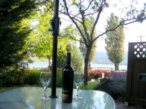 Lakefront Osoyoos Townhouse  Great views,end unit