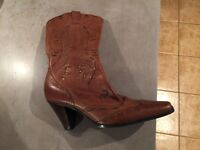 Size 5 brown leather boots