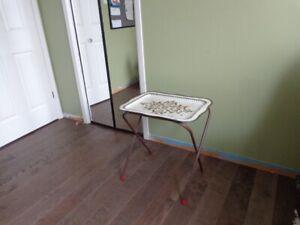 TABLE DE MÉTAL