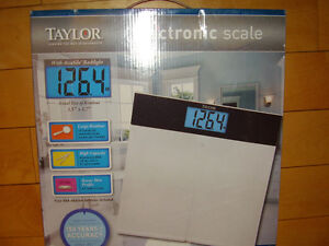 """TAYLOR Electronic Scale with Accu-Glo Backlight - Only .5"""" Thick Kitchener / Waterloo Kitchener Area image 1"""