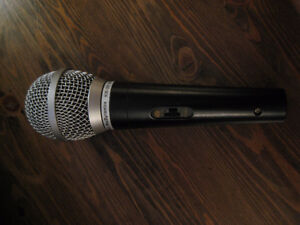 "SM-30 Dynamic Microphone with XLR to 1/4"" cable included"