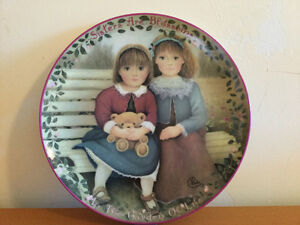 "Kindred Moments Plate ""Sisters are Blossoms"" with box & Certif"