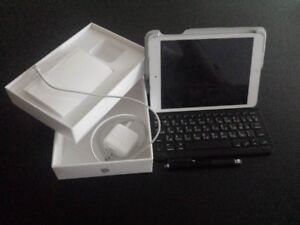 Apple iPad mini 2 bandle  iOS 12.00.00