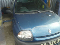 1998 Renault Clio 1.2 cc ( DAMAGE BOOT STILL DRIVES )