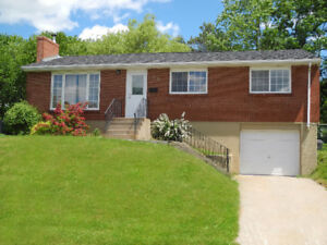 Three-Bedroom Bungalow with garage in Southdale area - Dartmouth