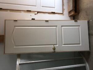 Porte intérieure avec cadre et poignée