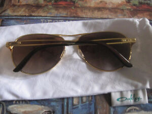 AUTHENTIC AVIATOR OAKLEY'S- IF THE AD'S UP THEY'RE AVAILABLE
