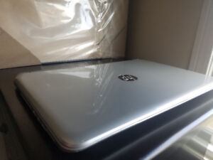 Selling HP Pavilion 15 Laptop - 6GB/750GB - Cracked Screen