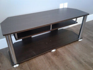 TV entertainment stand / table
