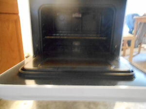 glass topped high quality stove Stratford Kitchener Area image 2
