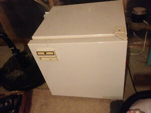 @@ Small Fridge@@ London Ontario image 1