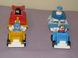 OR SALE 2 VINTAGE FISHER PRICE COMPLETE TRUCKS W/4 LITTLE PEO