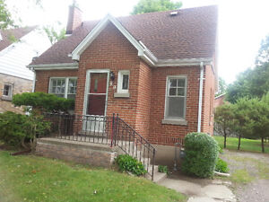 2 rooms available - 80 Huron Street – close to UWO (Jan-April)