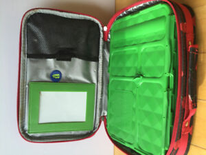 Lunch container with zipper and compartments