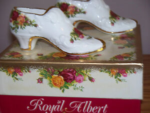 """ROYAL ALBERT"" FINE BONE CHINA ""GRANNY SHOES"" Kawartha Lakes Peterborough Area image 3"