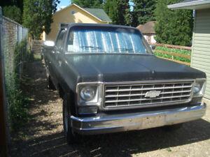 Chev Silverado 20 series Camper Special 2WD pickup