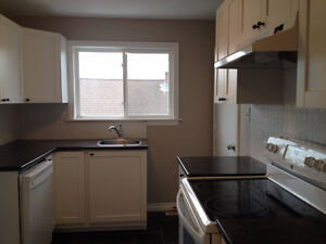 Beautifully renovated 3-bdrm Dartmouth apt with Harbour View